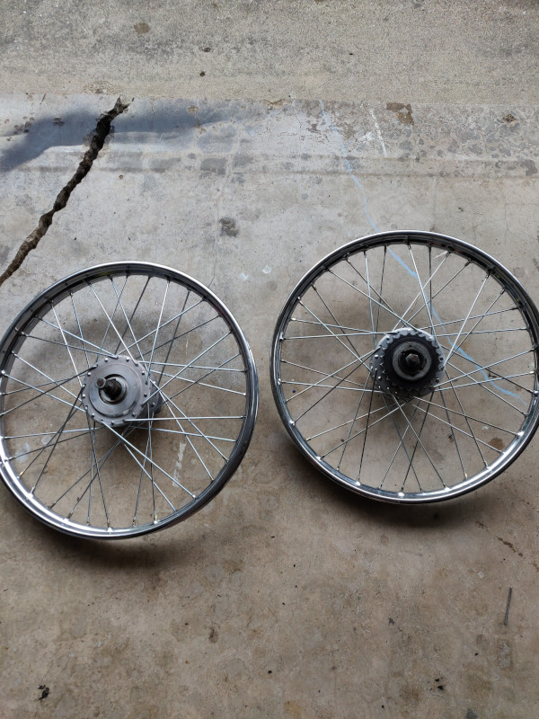 Loose laced wheels